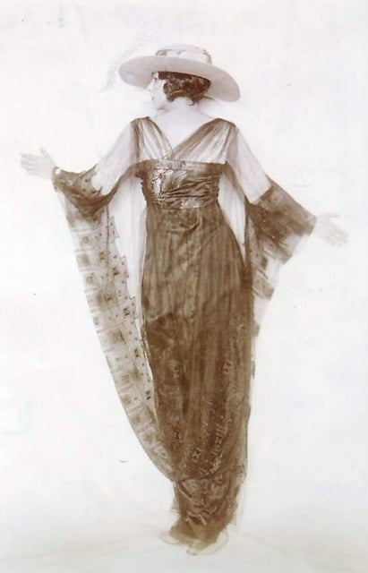 dress by Lucile, or Lucy Duff Gordon, Mayfair. Ballgowns to Bumsters Tour, Fashion Tours London